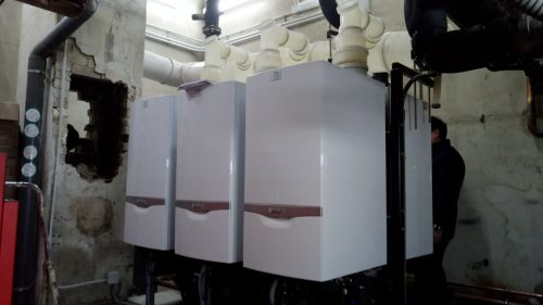 Instalación agrupada de calderas de condensación de alta eficiencia.
